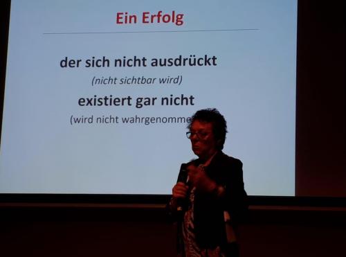 """""""Ein Erfolg, der sich nicht ausdrückt (nicht sichtbar wird), existiert gar nicht (wird nicht wahrgenommen)"""": Kernsatz der Rede von Anni Hausladen auf dem Erftstädter Frauentag 2019"""